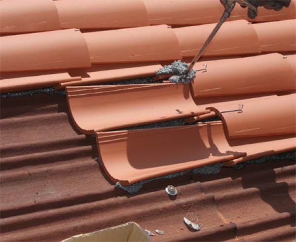 Espuma poliuretano pegado de tejas construm tica for Plastico para tejados