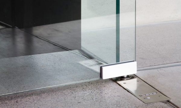 Puertas abatibles de cristal interesting modelo t v con for Herrajes puertas cristal