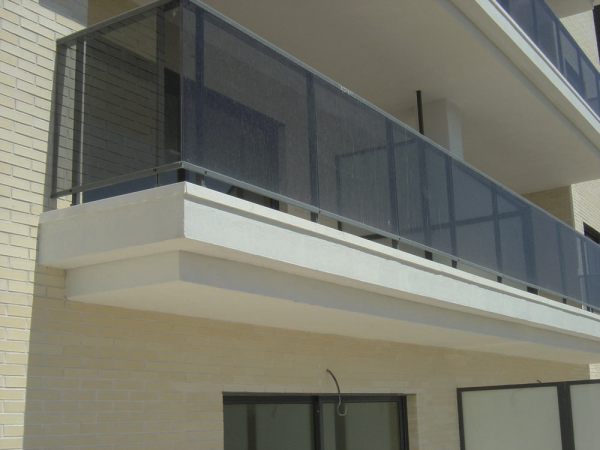 Remates de balc n construm tica for Estanques artificiales o prefabricados